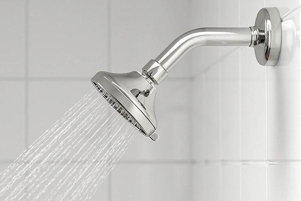 آب درمانی زیر دوش آب