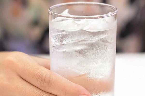 تاثیر نوشیدن آب خنک در فرایند هضم غذا