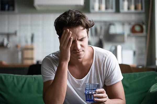 درمان سردرد با مصرف آب