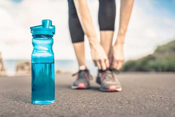 اهمیت نوشیدن آب قبل از شروع حرکات ورزشی