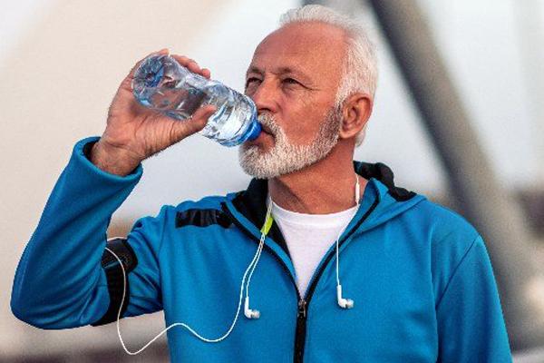 نوشیدن آب متابولیسم بدن را تنظیم میکند