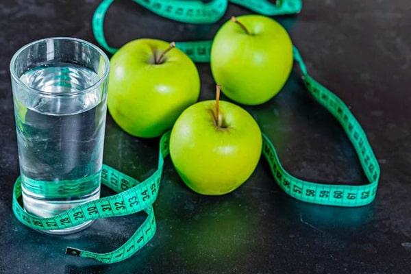 مزیت های کاهش وزن با آب و سیب