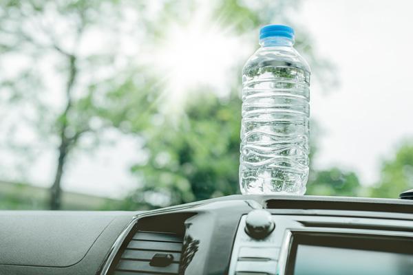گرم شدن بطری آب معدنی