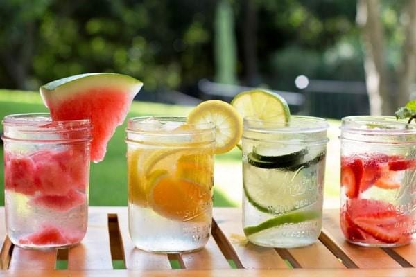 نوشیدن یخ همراه میوه
