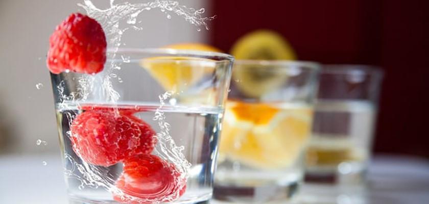 مضرات نوشیدن آب با میوه