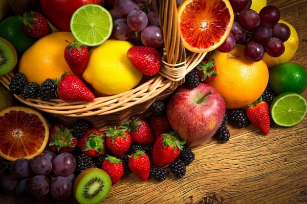خطرات نوشیدن آب بعد از خوردن میوه