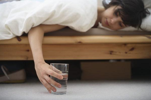 مصرف زیاد آب در طول روز برای بدن انسان مفید است