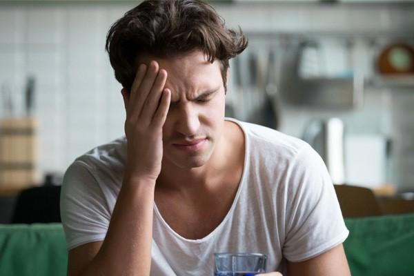 سر درد به دلیل کم آب شدن بدن