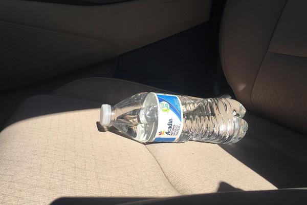 خطرات بطری آب مانده در ماشین