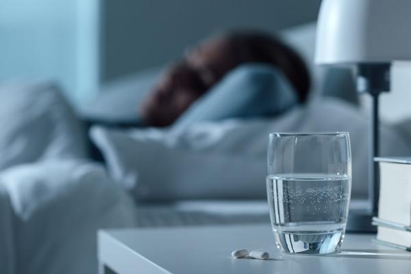 مضرات نوشیدن آب مانده از شب قبل